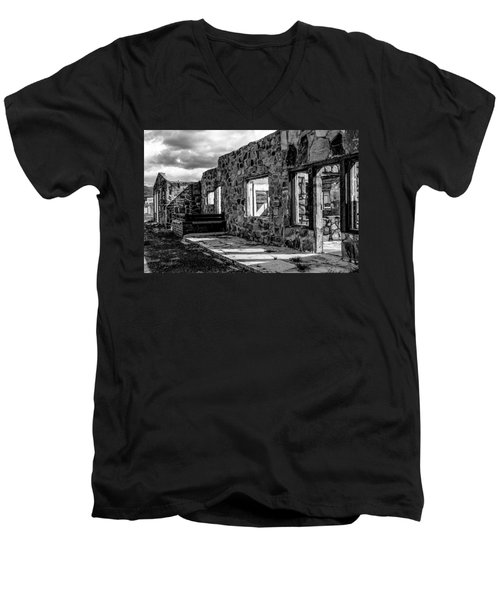 Desert Lodge Bw Men's V-Neck T-Shirt