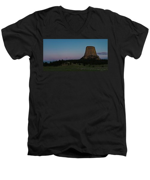 Men's V-Neck T-Shirt featuring the photograph Devil's Tower At Dusk by Gary Lengyel