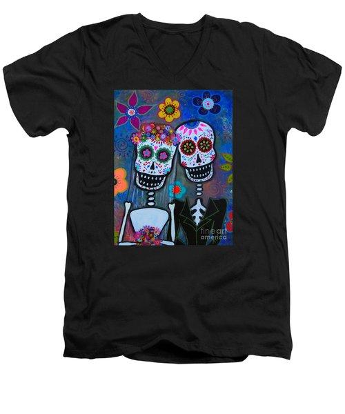 Dia De Los Muertos Matrimonio Men's V-Neck T-Shirt