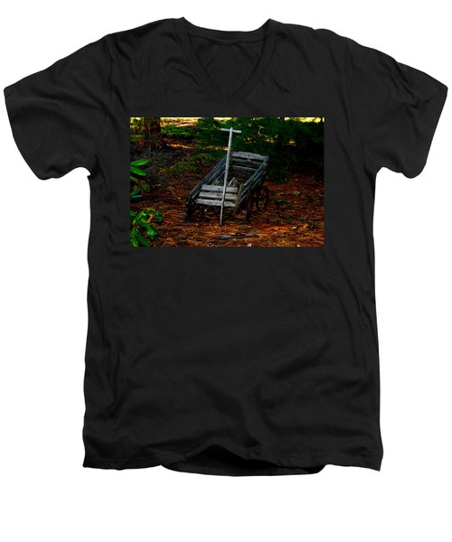 Dilapidated Wagon Men's V-Neck T-Shirt