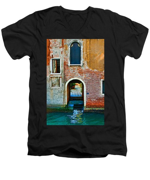 Dock And Windows Men's V-Neck T-Shirt