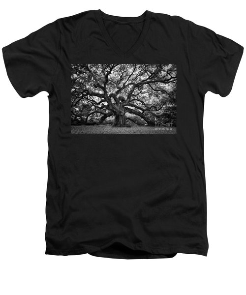 Dramatic Angel Oak In Black And White Men's V-Neck T-Shirt
