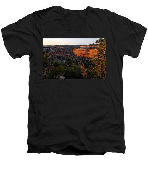 Dusk At Colorado National Monument Men's V-Neck T-Shirt
