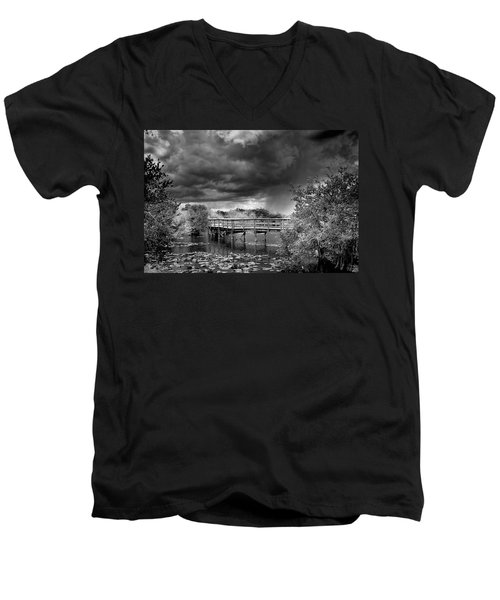 Everglades 0823bw Men's V-Neck T-Shirt