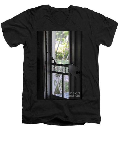 Farm House Screen Door Men's V-Neck T-Shirt