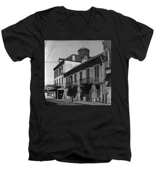 French Quarter Residences Men's V-Neck T-Shirt