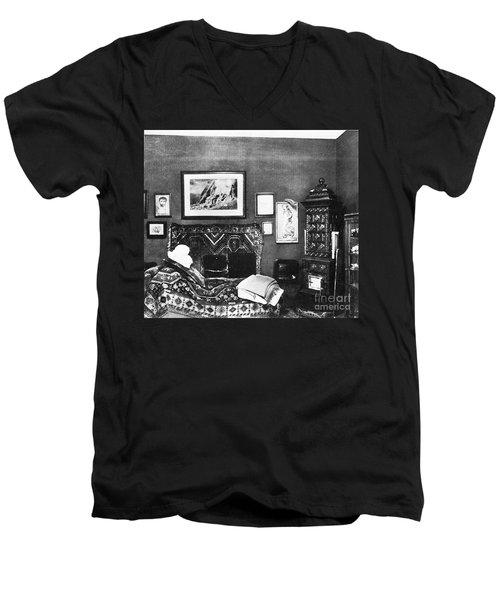 Freuds Consulting Room Men's V-Neck T-Shirt