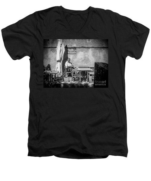 Garden-party Men's V-Neck T-Shirt