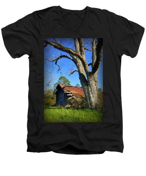 Georgia Barn Men's V-Neck T-Shirt