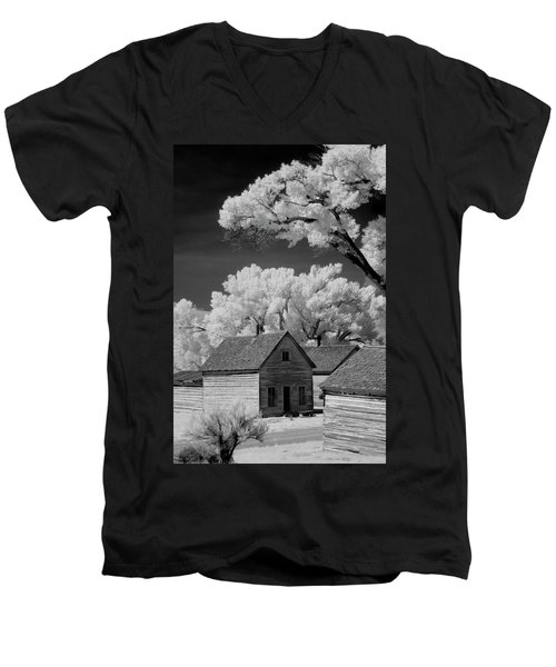 Ghost Town Bannack, Mt  Men's V-Neck T-Shirt