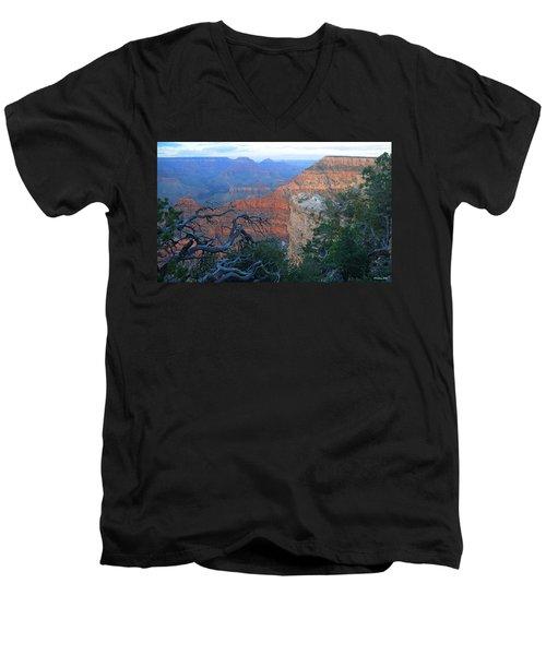 Grand Canyon South Rim - Red Hues At Sunset Men's V-Neck T-Shirt