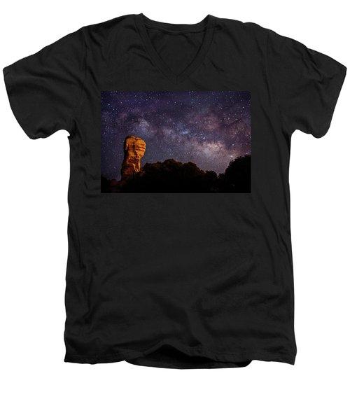 Hitchcock Pinnacle Nightscape -- Milky Way Men's V-Neck T-Shirt