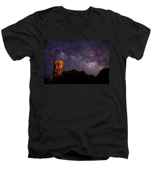 Hitchcock Pinnacle Nightscape -- Milky Way Men's V-Neck T-Shirt