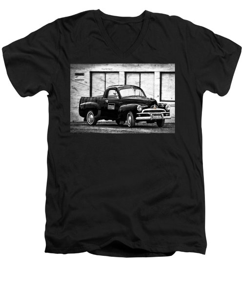 Holden Fj 01 Men's V-Neck T-Shirt