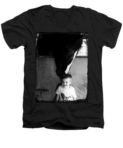 Horses Love Men's V-Neck T-Shirt