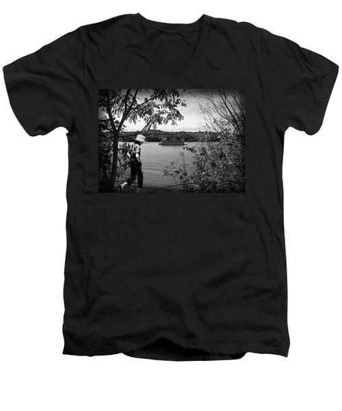 Huck Finn Type Walking On River  Men's V-Neck T-Shirt