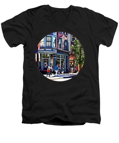 Jim Thorpe Pa - Window Shopping Men's V-Neck T-Shirt