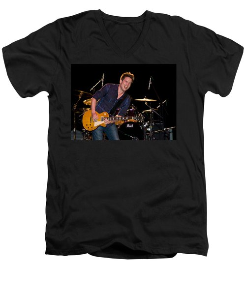 Jonny Lang Rocks His 1958 Les Paul Gibson Guitar Men's V-Neck T-Shirt