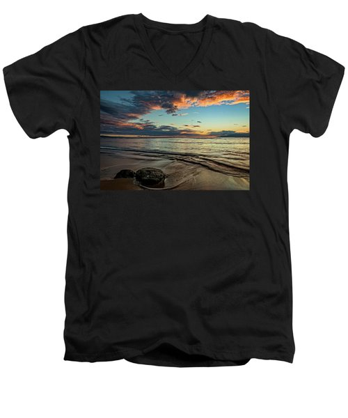 Kihei, Maui Sunset Men's V-Neck T-Shirt