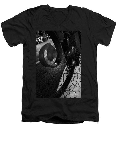 Lamppost Of Passeig De Gracia Men's V-Neck T-Shirt