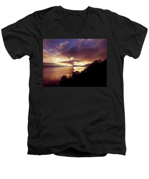 Loch Ness Winter Sunset Men's V-Neck T-Shirt