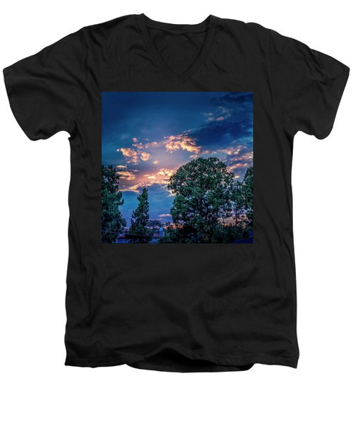 Looking West At Sunset Men's V-Neck T-Shirt