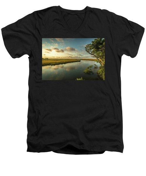 Pitt Street Bridge Creek Sunrise Men's V-Neck T-Shirt