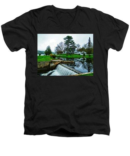 Maine House  Men's V-Neck T-Shirt