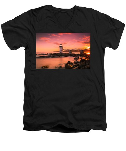 Maine Lighthouse Marshall Point At Sunset Men's V-Neck T-Shirt