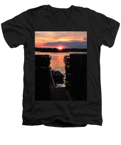 Maine Sunset And Traps Men's V-Neck T-Shirt