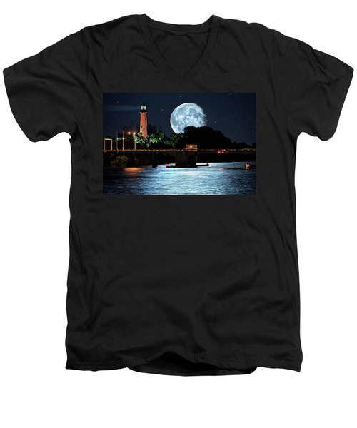 Mega Super Moon Rising Over Jupiter Lighthouse Men's V-Neck T-Shirt