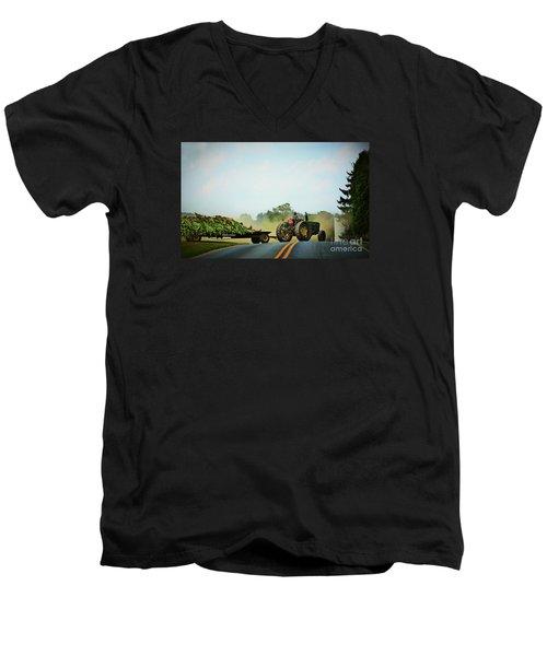 Menonnite Tobacco Farmer And Wife Men's V-Neck T-Shirt