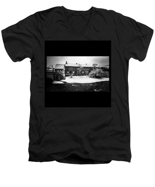 #monochrome #blackandwhite #bnw Und Men's V-Neck T-Shirt