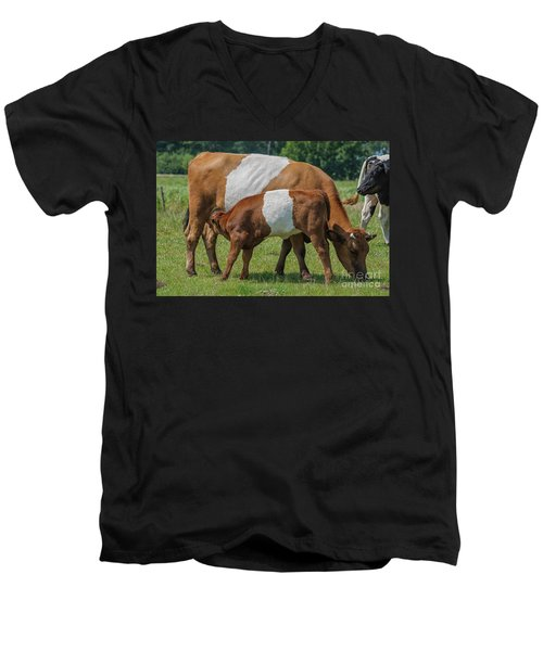 Men's V-Neck T-Shirt featuring the photograph Mother And Child by Patricia Hofmeester