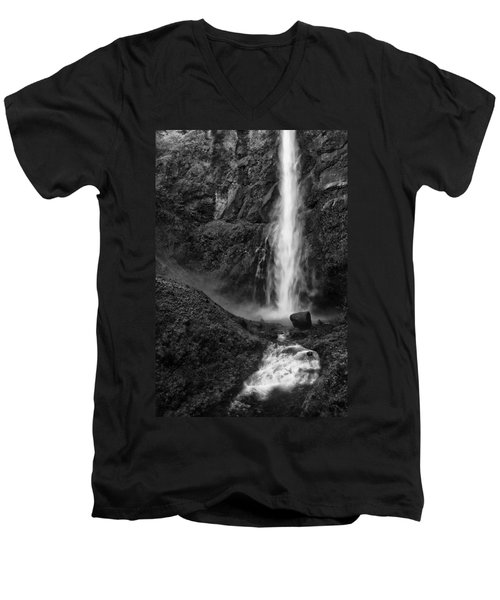 Multnomah Falls In Black And White Men's V-Neck T-Shirt