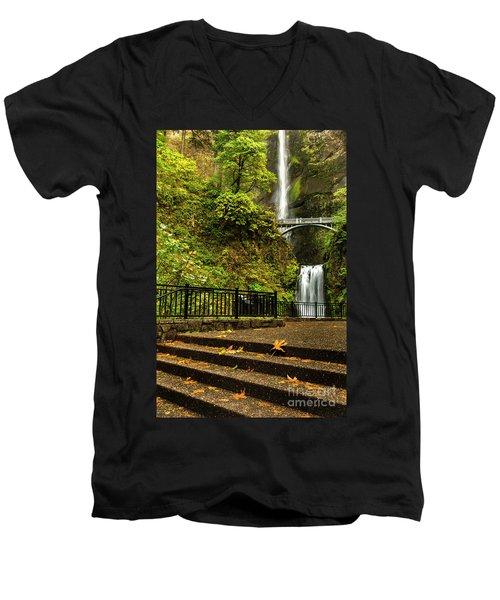 Multnomah Falls,oregon Men's V-Neck T-Shirt