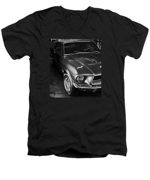 Mustang In Black And White Men's V-Neck T-Shirt