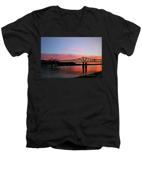 Natchez Sunset Men's V-Neck T-Shirt