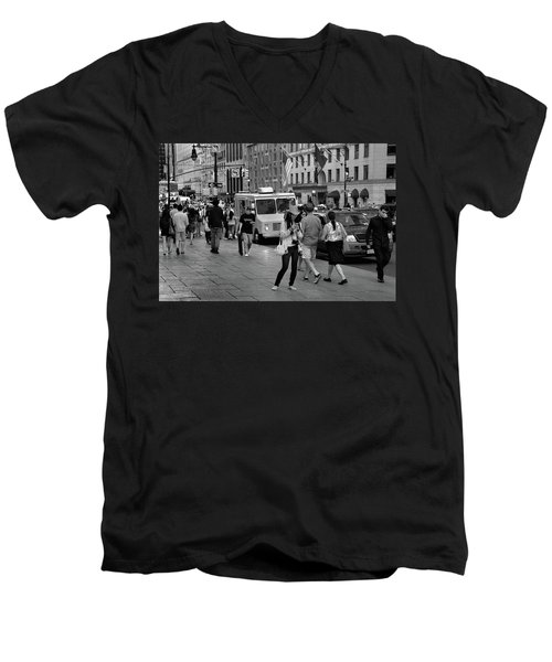 New York, New York 19 Men's V-Neck T-Shirt