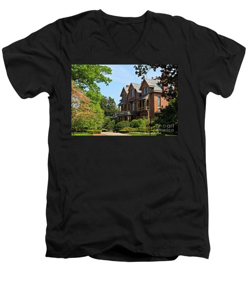 North Carolina Executive Mansion Men's V-Neck T-Shirt