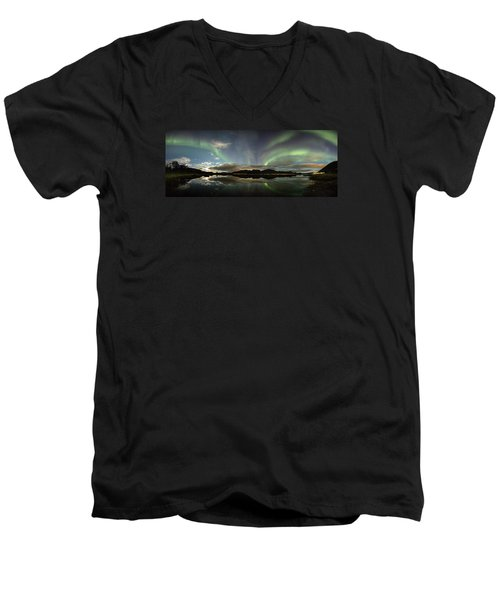 Northern Lights Panorama Men's V-Neck T-Shirt