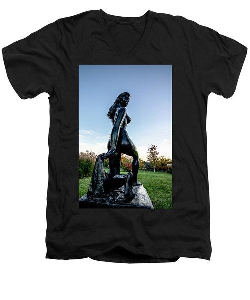 Nude Statue Men's V-Neck T-Shirt