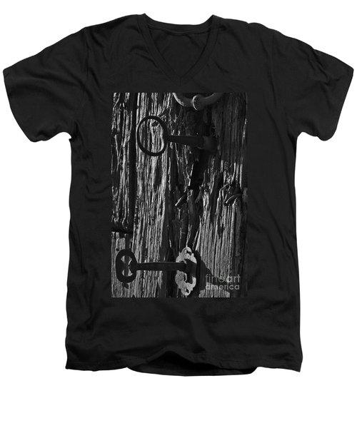 Old And Abandoned Wooden Door With Skeleton Keys Men's V-Neck T-Shirt