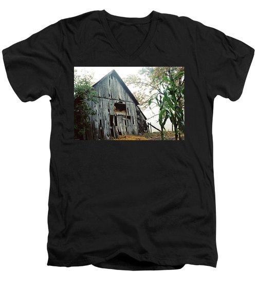 Old Barn In The Morning Mist Men's V-Neck T-Shirt