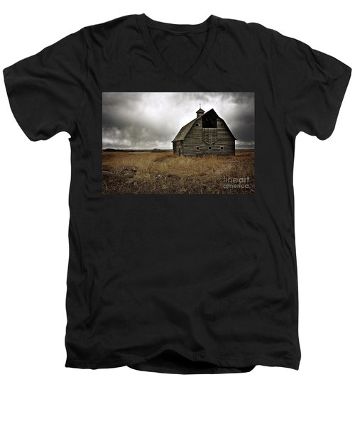 Old Barn Men's V-Neck T-Shirt by Linda Bianic