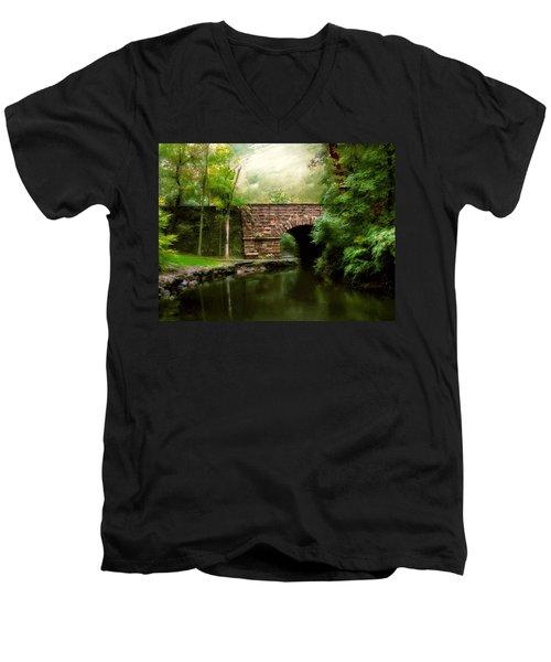Old Country Bridge Men's V-Neck T-Shirt
