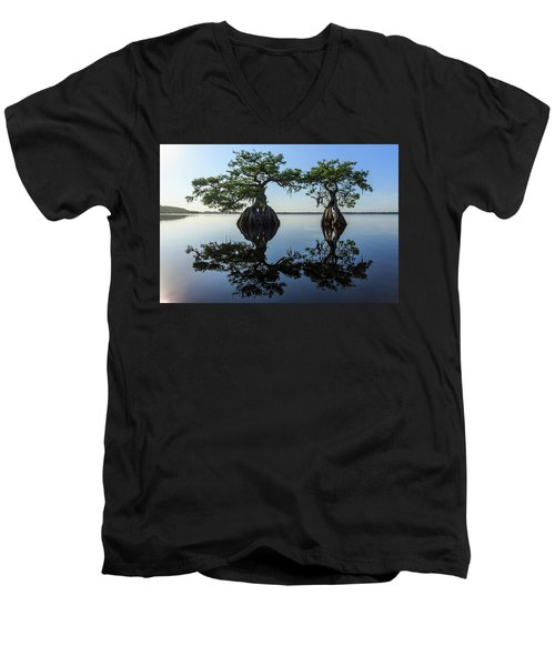 Old Couple Men's V-Neck T-Shirt