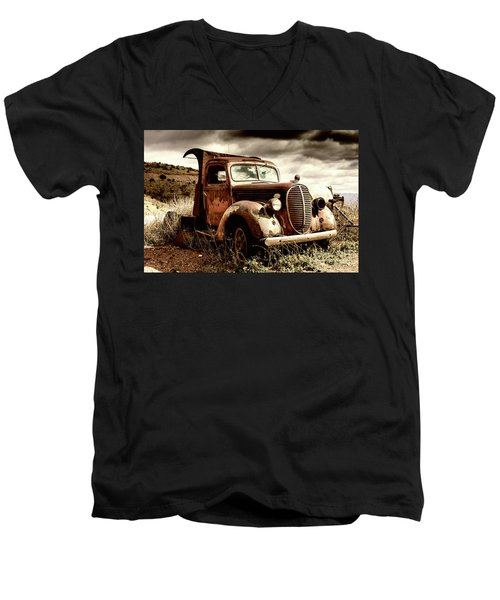 Old Ford Truck In Desert Men's V-Neck T-Shirt