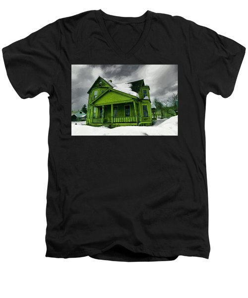 Men's V-Neck T-Shirt featuring the photograph Old House In Roslyn Washington by Jeff Swan
