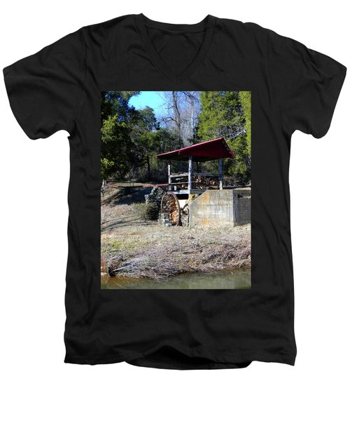 Men's V-Neck T-Shirt featuring the photograph Old Mill Of Guilford Pumphouse by Sandi OReilly